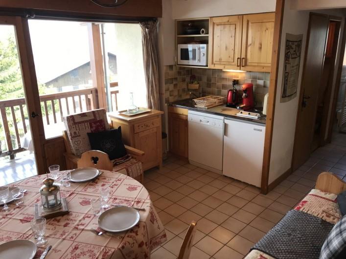 Location de vacances - Appartement à Crest-Voland - Pièce principale avec coin cuisine totalement équipé