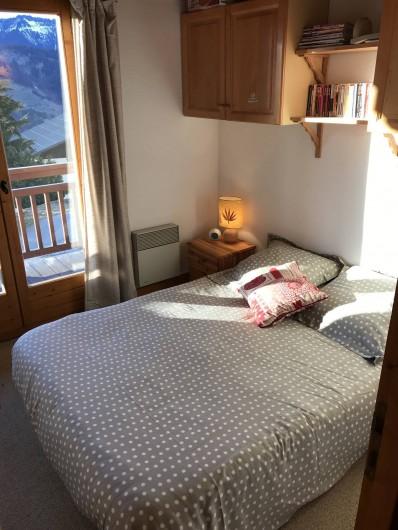 Location de vacances - Appartement à Crest-Voland - Chambre parentale avec rangements