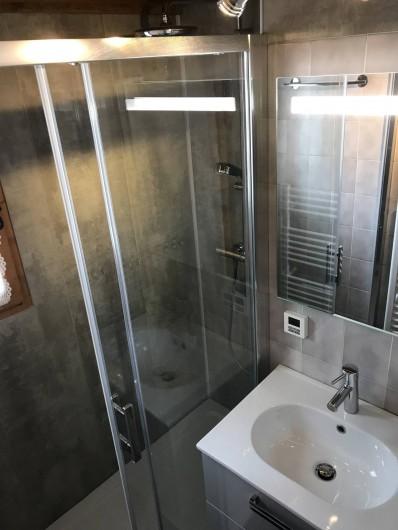 Location de vacances - Appartement à Crest-Voland - Salle de bain neuve avec douche à l'italienne
