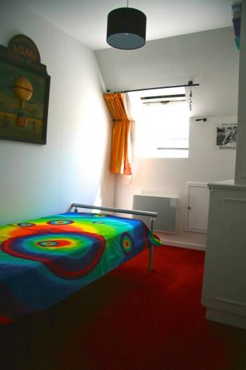 Location de vacances - Chambre d'hôtes à Maisons-Laffitte - La chambre simple  de 9 m²adjacente aux 2 chambres d'hôtes