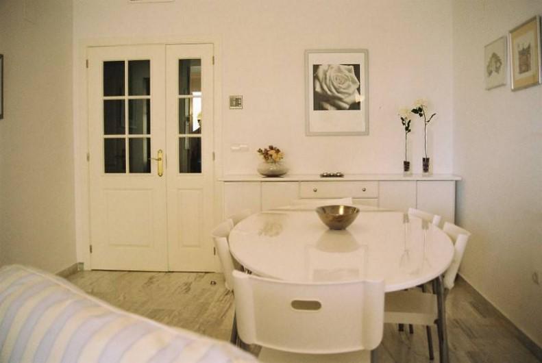 Location de vacances - Appartement à Marbella - The dining room.