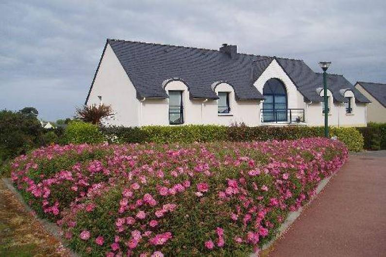 Location de vacances - Gîte à Saint-Pol-de-Léon - La maison vue depuis la rue