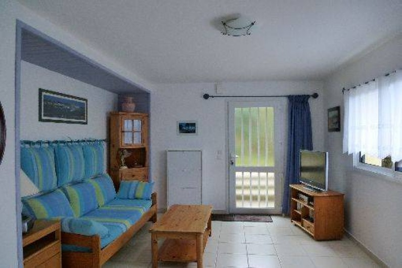 Location de vacances - Gîte à Saint-Pol-de-Léon - le salon en entrant