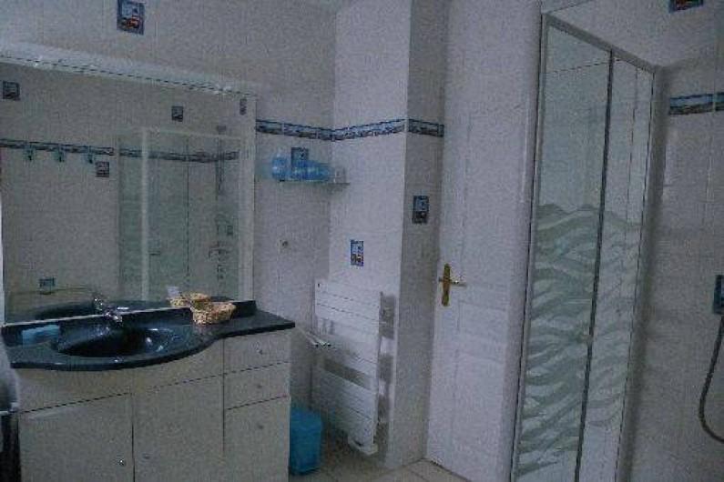 Location de vacances - Gîte à Saint-Pol-de-Léon - La salle d'eau