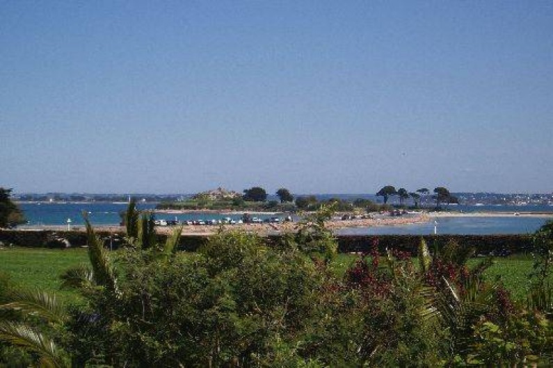 Location de vacances - Gîte à Saint-Pol-de-Léon - L'îlot Ste Anne en face de la maison