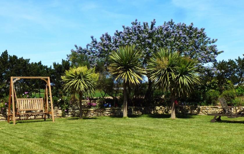 Location de vacances - Gîte à Saint-Pol-de-Léon - Le jardin en mai
