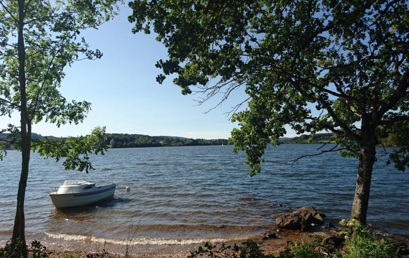 Location de vacances - Gîte à Alrance - un petit coin du lac petit bateau-il n'attend que le votre...Pêche - Baignade