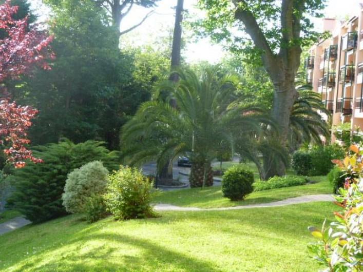 Location de vacances - Appartement à Biarritz - Vue sur parc de la terrasse