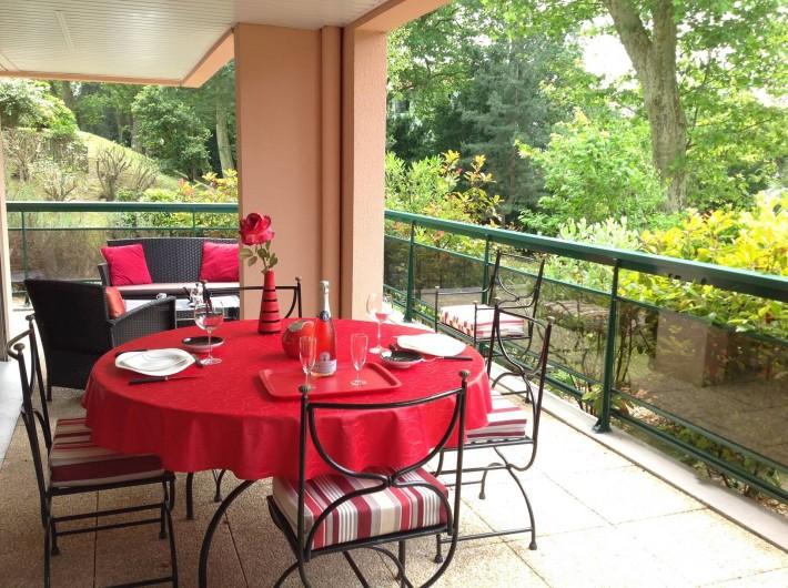 Location de vacances - Appartement à Biarritz - Terrasse avec vue sur parc arboré