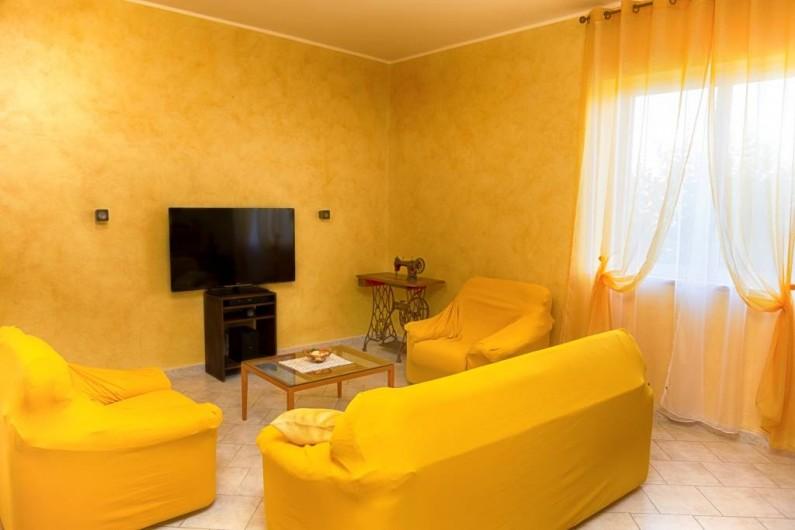 Location de vacances - Villa à Petacciato - Home cinema zone avec 2 lits