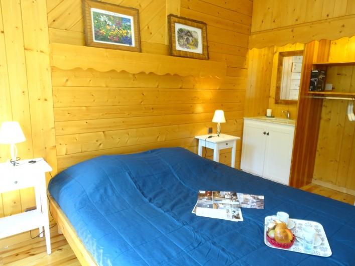Location de vacances - Appartement à Saint-Lary-Soulan - chambre 2 et son lavabo