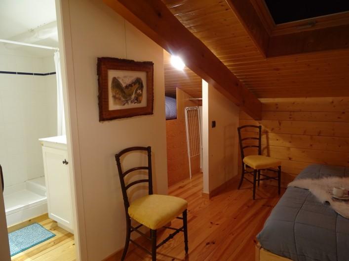 Location de vacances - Appartement à Saint-Lary-Soulan - chambre 5 avec sa salle d'eau et dressing