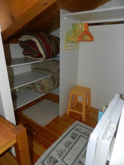Location de vacances - Appartement à Saint-Lary-Soulan - rangement chambre enfant
