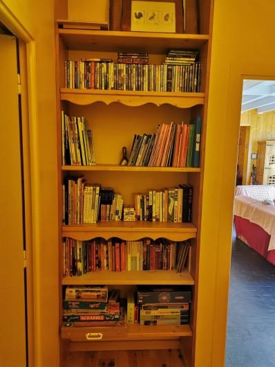 Location de vacances - Appartement à Saint-Lary-Soulan - bibliothèque avec jeux et dvd