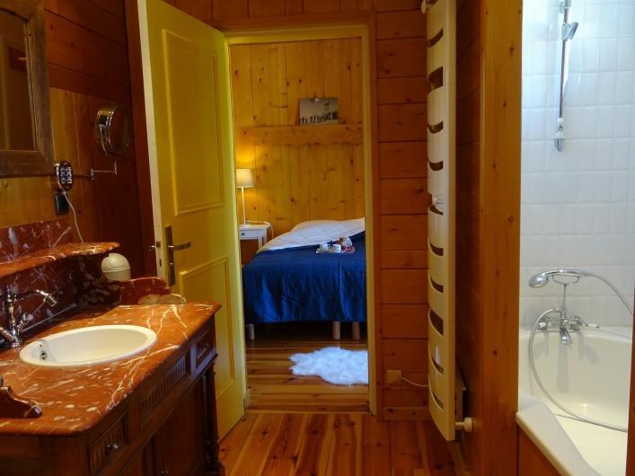 Location de vacances - Appartement à Saint-Lary-Soulan - salle de bain avec  wc