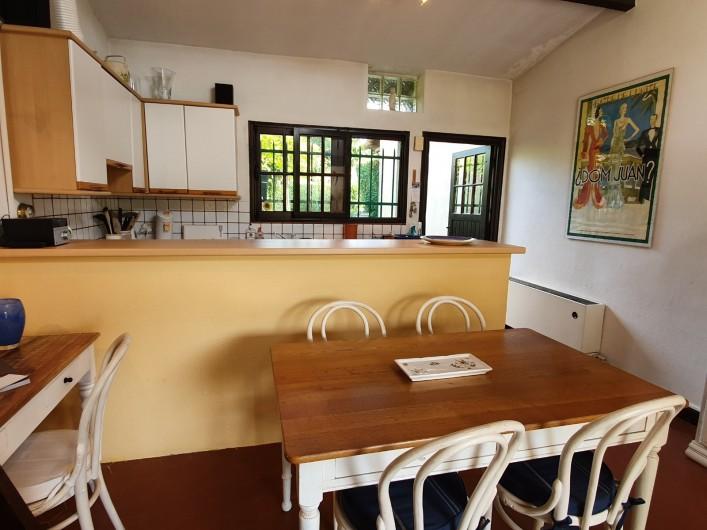 Location de vacances - Mas à Grasse - Le coin à manger.