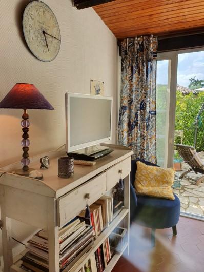 Location de vacances - Mas à Grasse - Vue sur cuisine et SAM