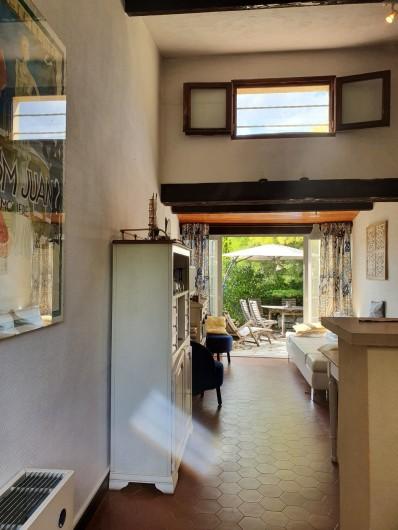Location de vacances - Mas à Grasse - La terrasse arrière.