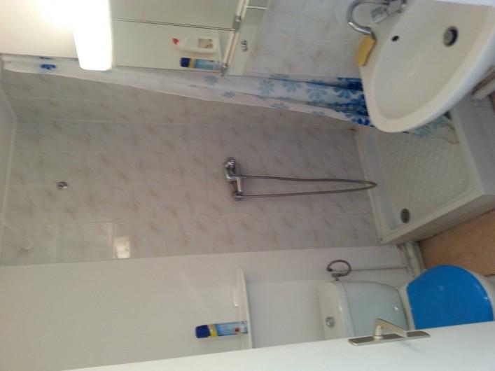 Location de vacances - Studio à Fécamp - Sale de bain et WC