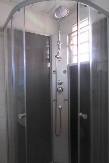 Location de vacances - Villa à Cilaos - Cabine de douche