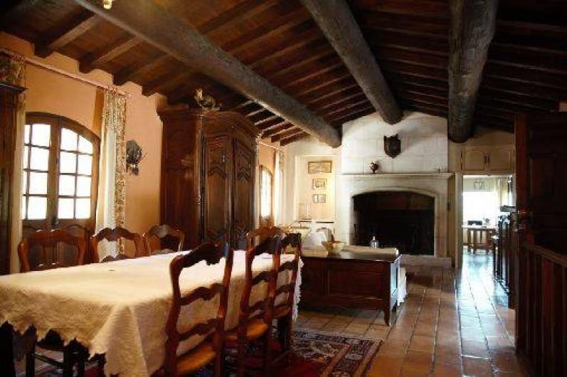 Location de vacances - Mas à Paradou - Salon / salle à manger et la cheminée