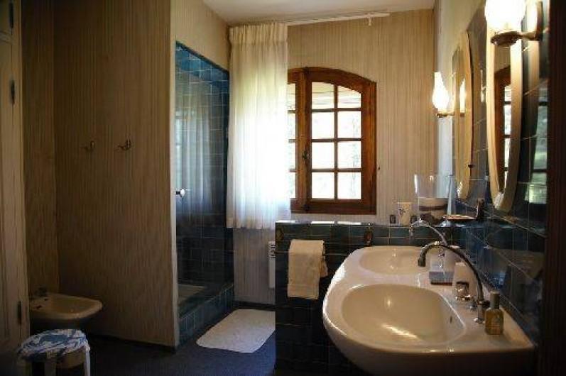 Location de vacances - Mas à Paradou - Salle de bain du haut
