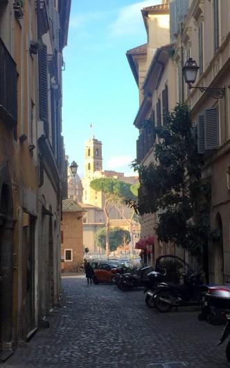 Location de vacances - Studio à Rome - la rue envers le Forum Romain