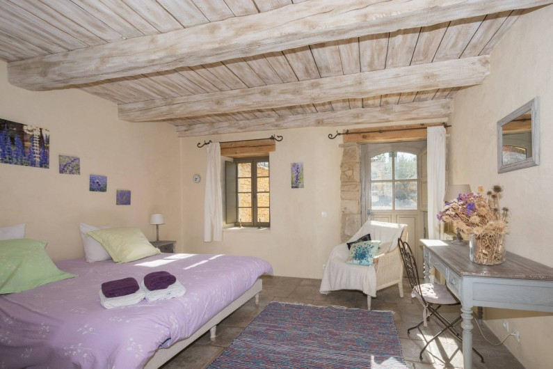 Location de vacances - Mas à Foissac - chambre de plain pied avec sa salle de douche