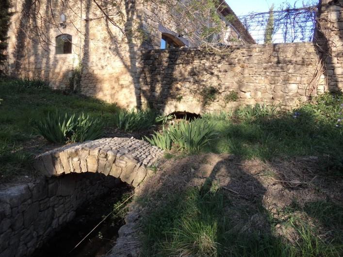 Location de vacances - Mas à Foissac - petit pont en contrebas