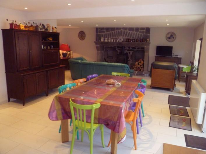 Location de vacances - Maison - Villa à Saint-Victor-la-Rivière - Salle à manger/ salon