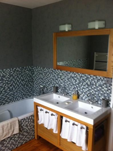 Location de vacances - Chambre d'hôtes à Les Loges - Salle de bain de la chambre Syracuse