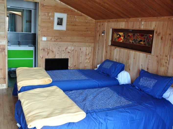 Location de vacances - Chalet à Puy-Saint-Vincent - 1 des 4 chambres du 2nd étage,2 lits simples ou 1 lit double,salle de bain wc