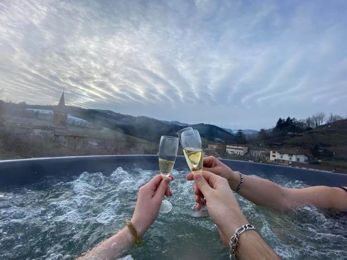 Location de vacances - Appartement à Valsonne - Venez fêter un évènement dans le bain nordique avec vue sur le col du Pilon