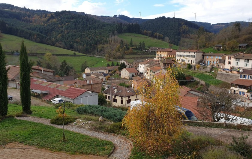Location de vacances - Appartement à Valsonne - Vue surplombante sur une partie du village de Valsonne