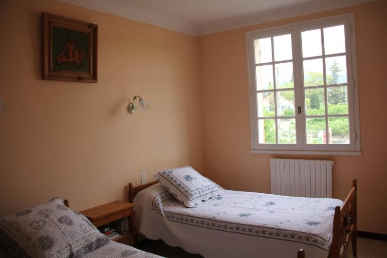 Location de vacances - Villa à Mazan - Ch N° 2 à l'étage pour enfants ou 2 adultes vue sur le Mont Ventoux