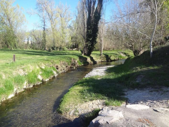 Location de vacances - Villa à Mazan - Balade vers la petite rivière 100m de la maison