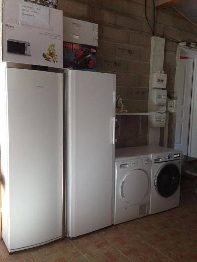 Location de vacances - Villa à Bouillargues - Garage avec réfrigérateur, congélateur, machine a lavé le linge, séchoir..