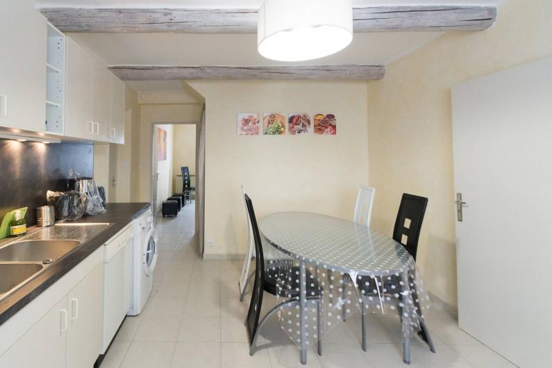 Location de vacances - Gîte à Beaumes-de-Venise - Cuisine : coin repas 6 personnes