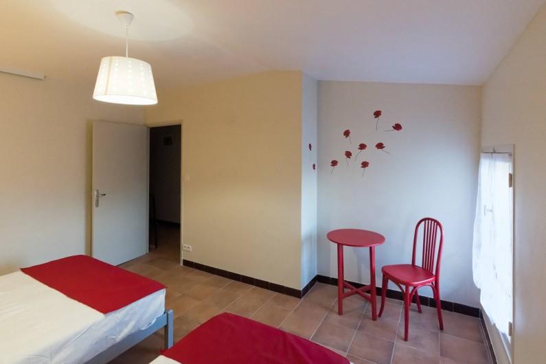 """Location de vacances - Gîte à Beaumes-de-Venise - Chambre """"coquelicots"""""""