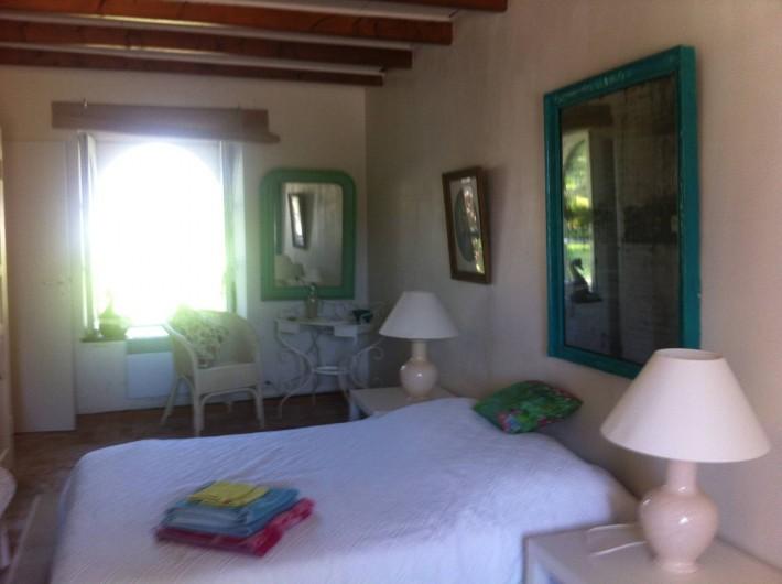 Location de vacances - Mas à Sainte-Marine - La chambre parentale du RC: lit 140