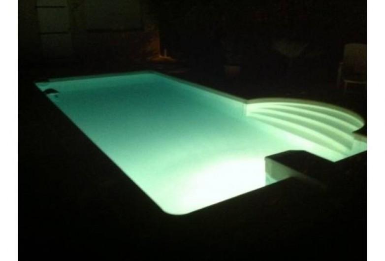 Location de vacances - Villa à Sainte-Lucie de Porto-Vecchio - piscine de nuit