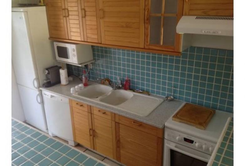 Location de vacances - Villa à Sainte-Lucie de Porto-Vecchio - réfrigérateur, congélateur, micro onde, gazinière, lave vaiselle