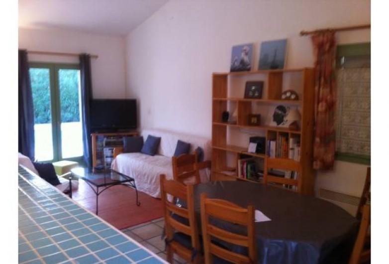 Location de vacances - Villa à Sainte-Lucie de Porto-Vecchio - Séjour avec télé grand écran - TNT par satellite