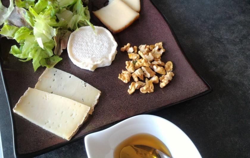 Location de vacances - Chambre d'hôtes à Marcillac-Saint-Quentin - Assiette de fromage