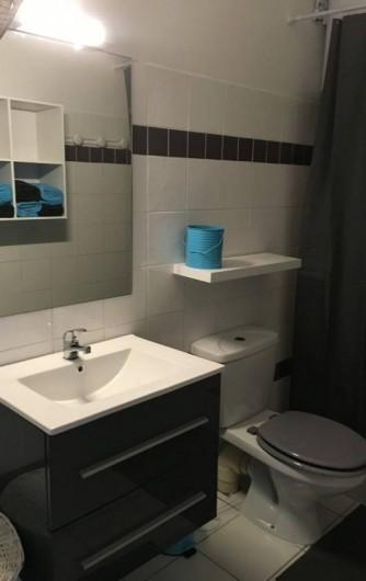 Location de vacances - Gîte à Sainte-Anne - salle de douche avec wc