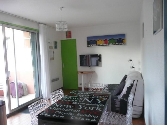 Location de vacances - Appartement à Sète - la salle salon est meublée avec gout