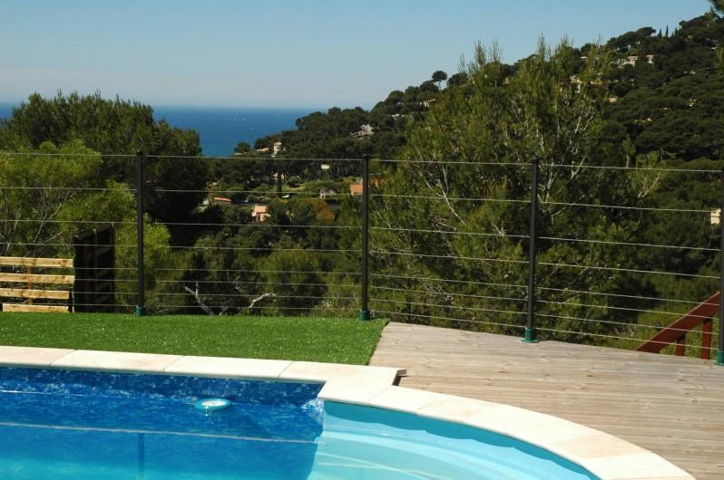 Location de vacances - Appartement à Hyères - Piscine et vue sur mer
