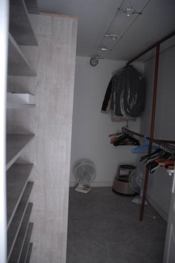 Location de vacances - Appartement à Hyères - Dressing