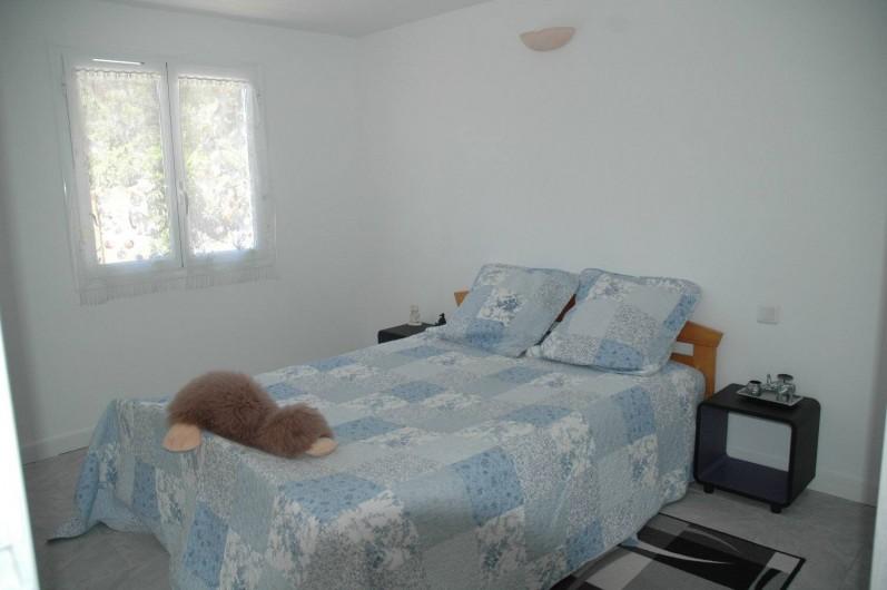 Location de vacances - Appartement à Hyères - Chambre avec lit double