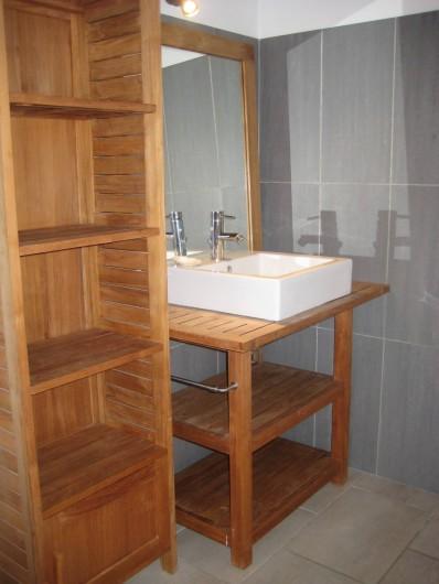 Location de vacances - Appartement à Courthézon - salle de douche